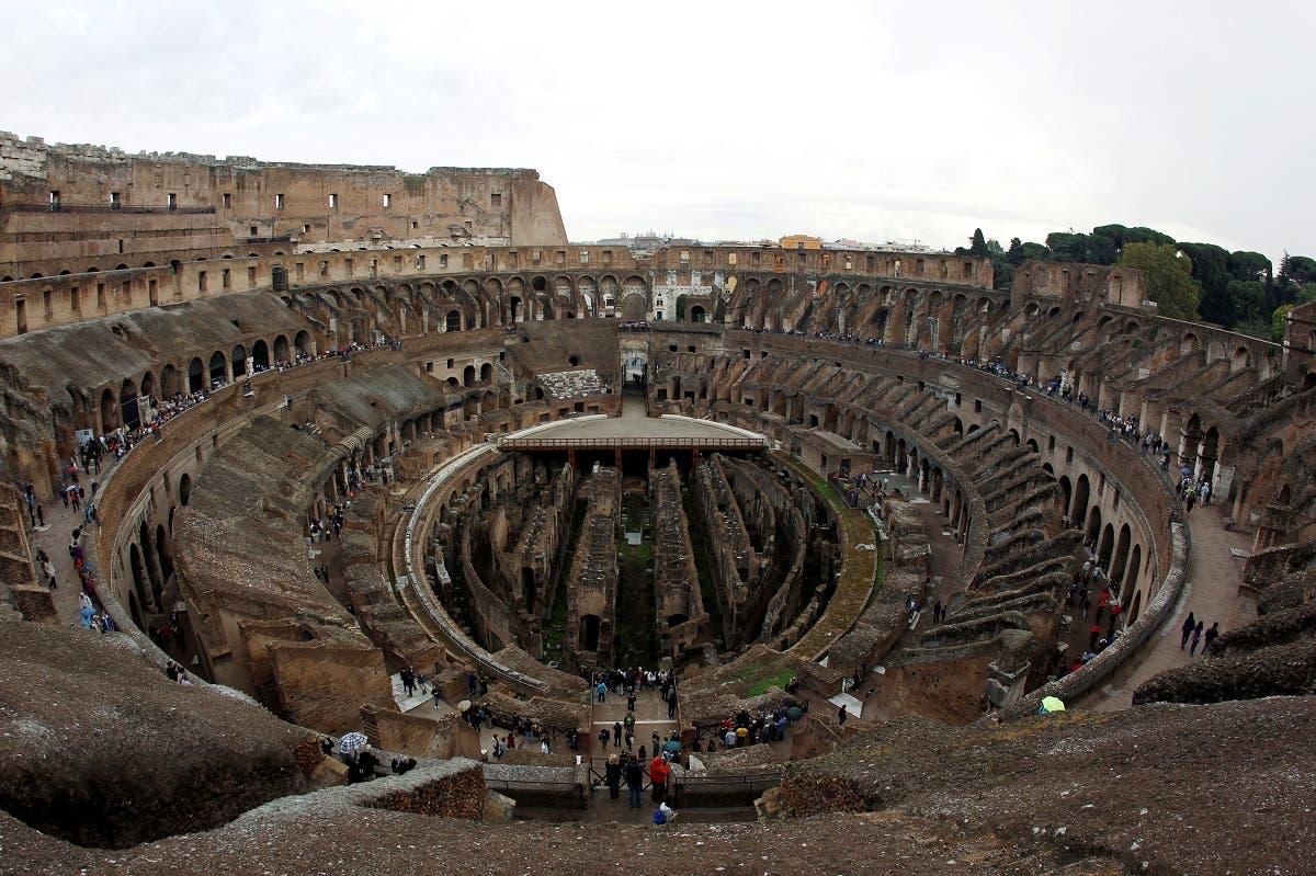 People visit Rome's ancient Colosseum, Oct. 14, 2010. (Reuters)