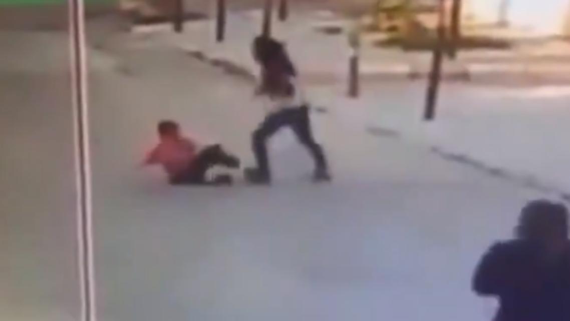 لبنانية تعتدي على طفل سوري