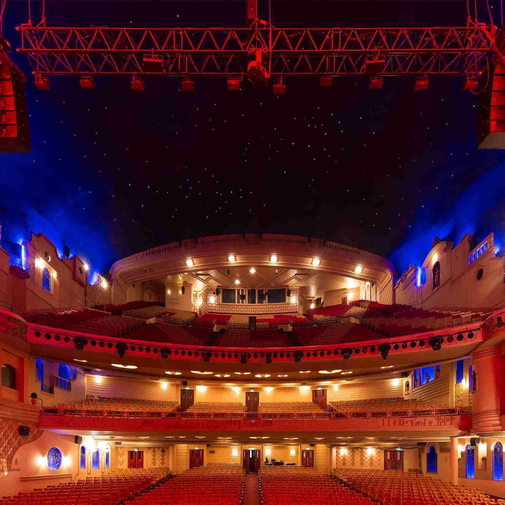 بالصور.. أكبر صالة سينما في العالم تستعد لفتح أبوابها