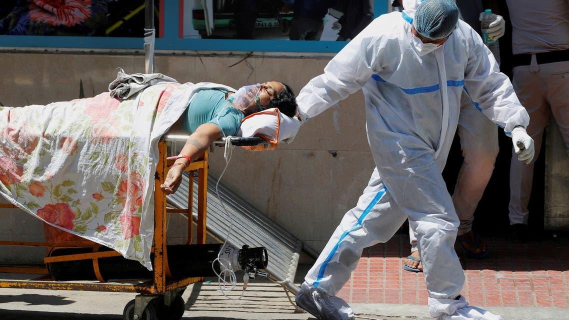 إحدى المصابين بكورونا في الهند (رويترز)