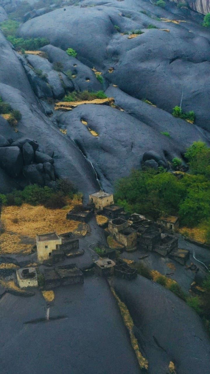 غیہ گاؤں کی ہموار پتھریلی چٹانیں