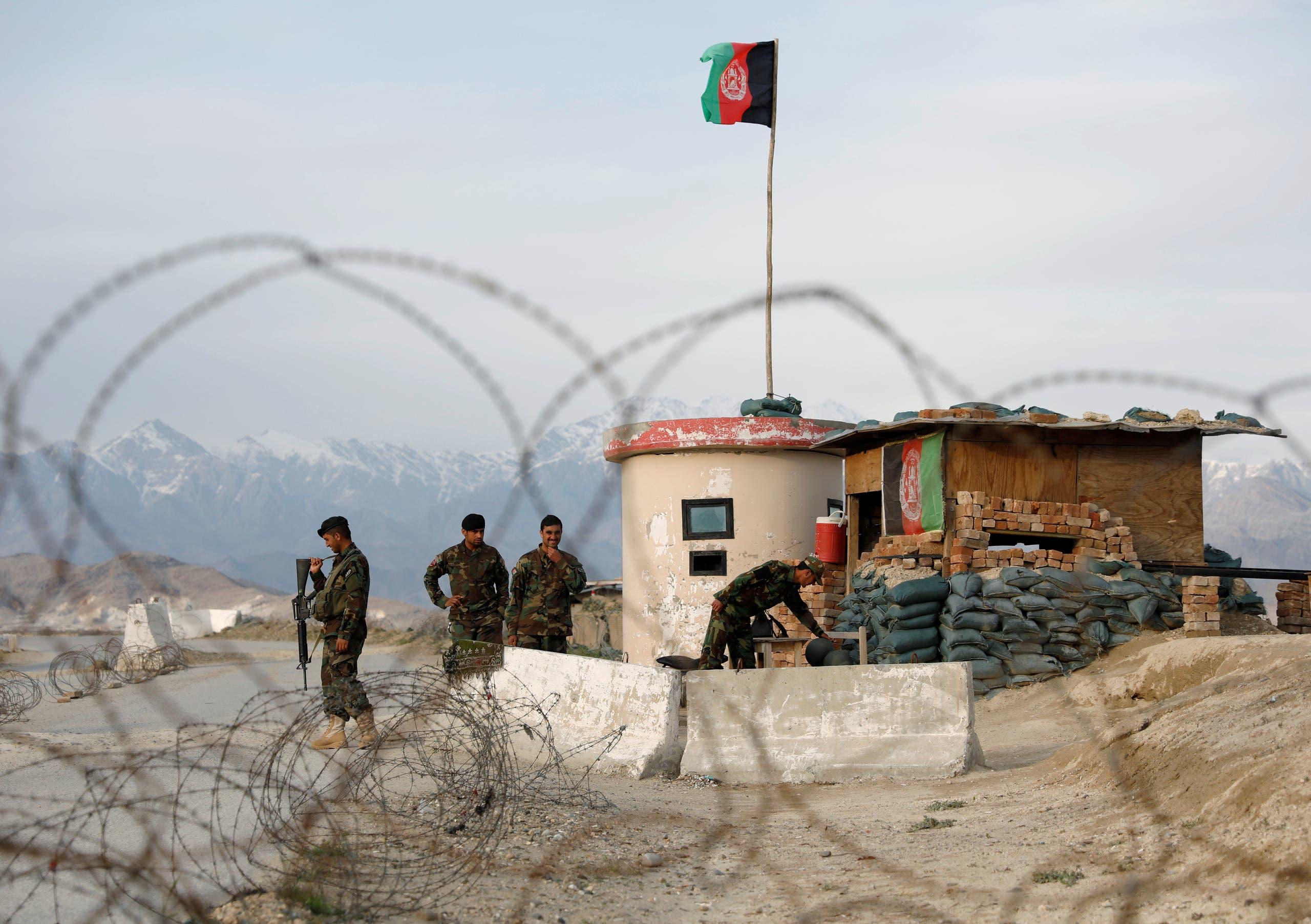 نقطة عسكرية للجيش الأفغاني (رويترز)
