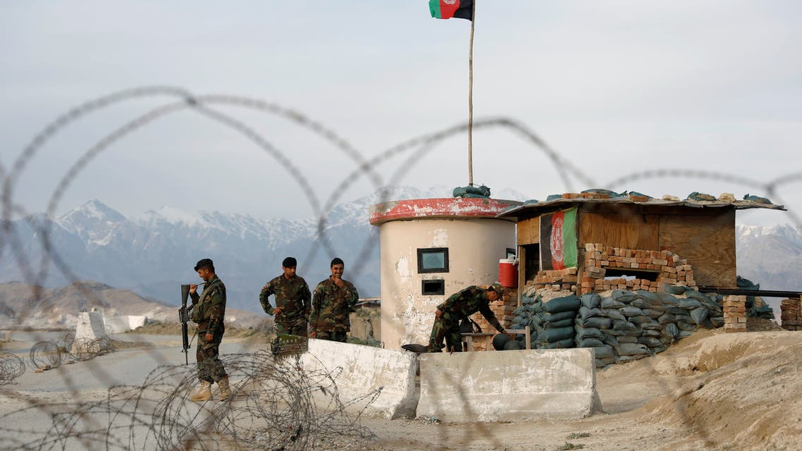 Afghan National Army (ANA) soldiers stand guard at a checkpoint outside Bagram prison, north of Kabul, Afghanistan April 8, 2020. (File photo: Reuters)