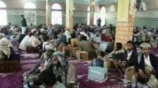 افسوس ناک تصاویر : حوثیوں کے زیر کنٹرول مساجد میں نشہ آور بوٹی 'قات' کا استعمال