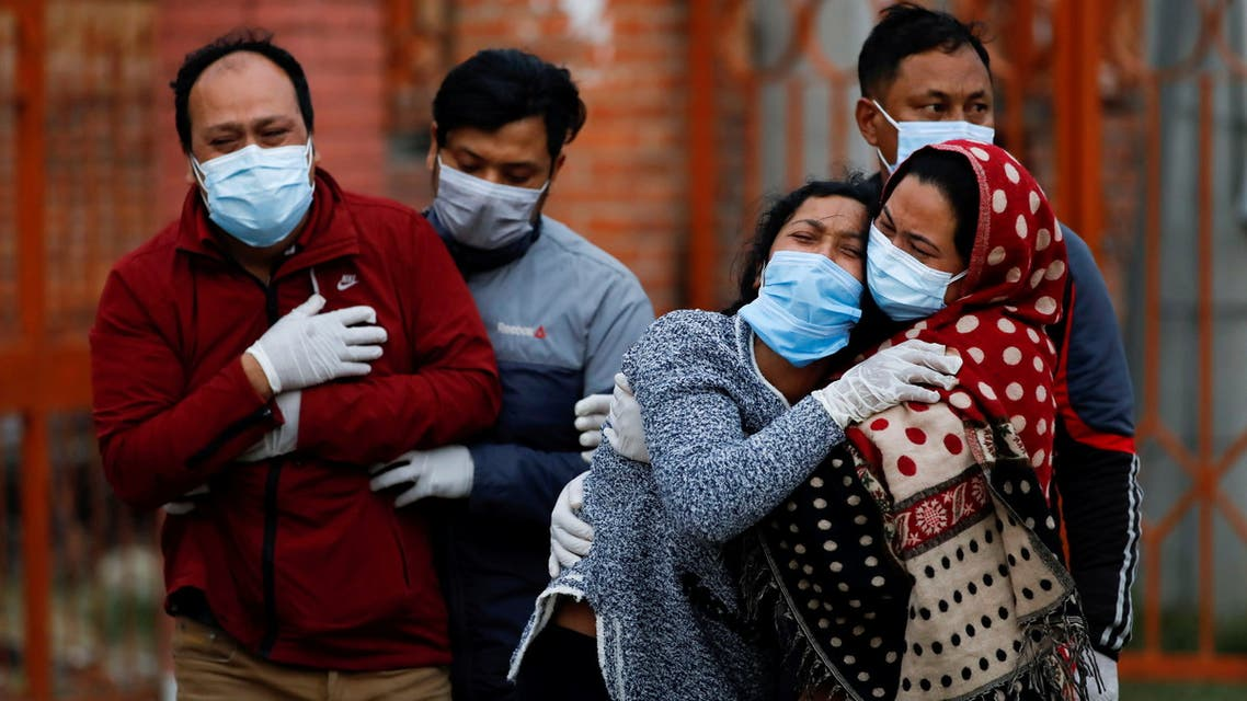 Family members mourn a coronavirus disease (COVID-19) victim as the country recorded the highest daily increase in death since the pandemic began, in Kathmandu, Nepal May 3, 2021. (File Photo: Reuters)