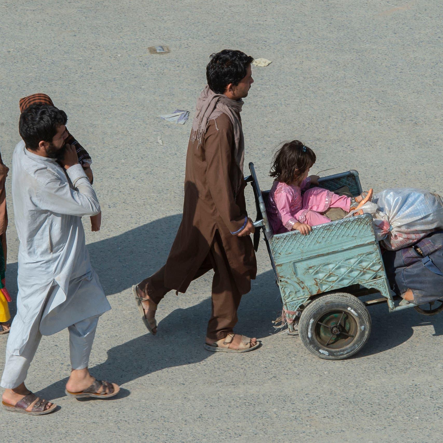 """آلاف النازحين بأفغانستان.. طالبان تتهيأ لـ """"بحور الدم"""""""