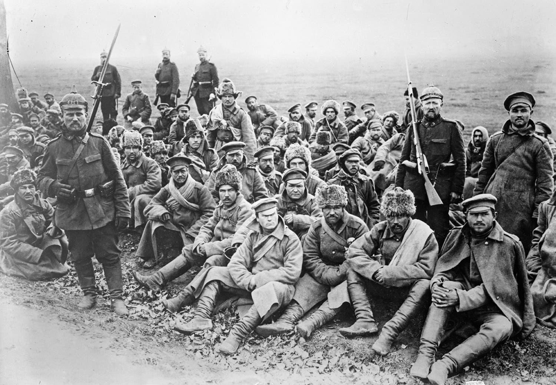 صورة لجنود روس اسرى في قبضة الألمان