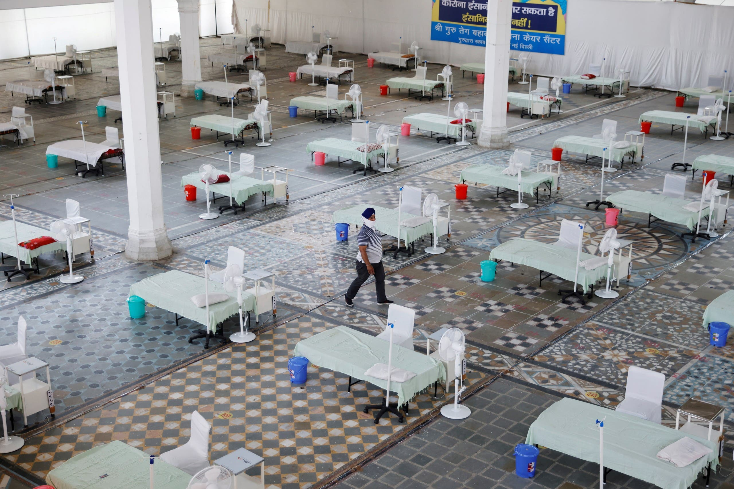 Beds are seen inside a Gurudwara (Sikh Temple) converted into a coronavirus disease (COVID-19) care facility amidst the spread of the COVID-19 in New Delhi, India May 5, 2021. (File photo: Reuters)