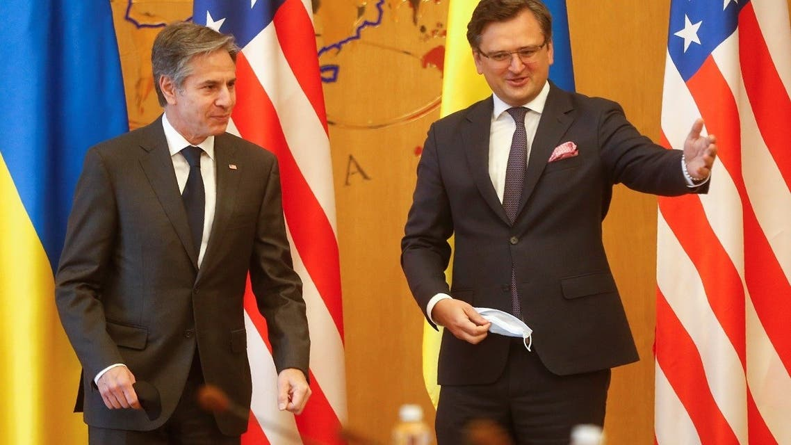 Ukrainian Foreign Minister Dmytro Kuleba welcomes US Secretary of State Antony Blinken during a meeting in Kyiv, May 6, 2021. (Reuters)