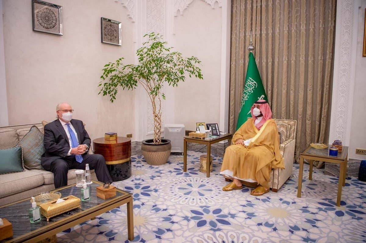 Saudi Crown Prince Mohammed bin Salman meets with US Special Envoy for Yemen Tim Lenderking in Riyadh, April 30, 2021. (Reuters)
