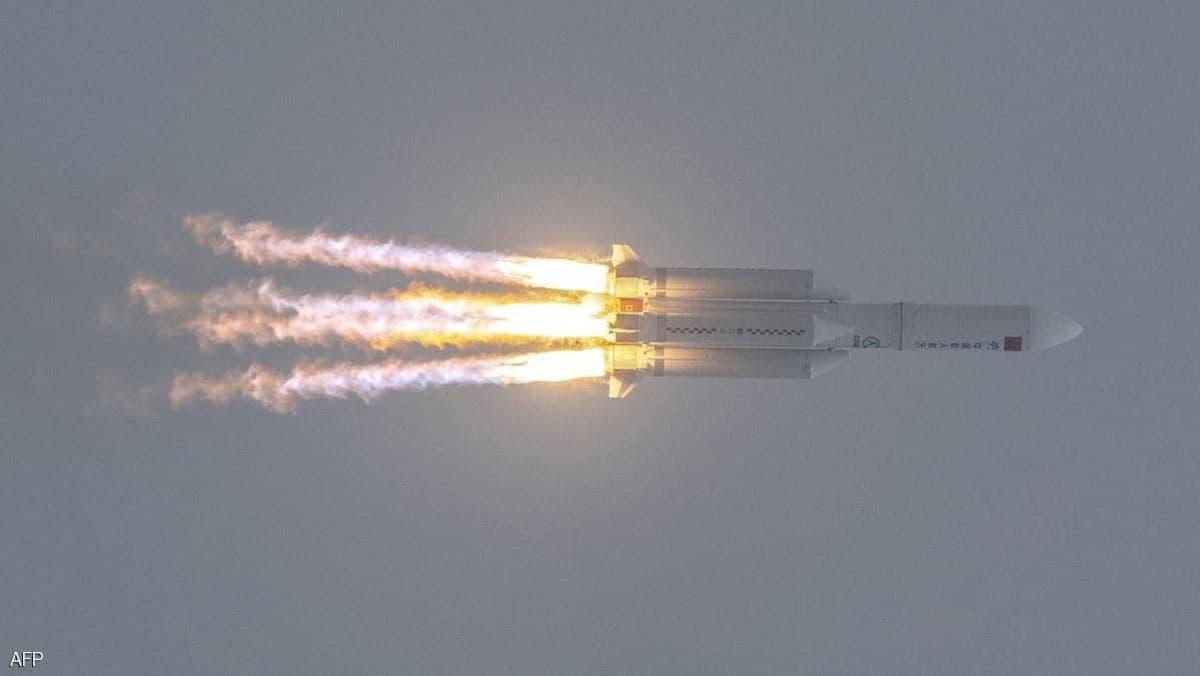 مر بالربع الخالي.. فيديو لصاروخ الصين في سماء عمّان