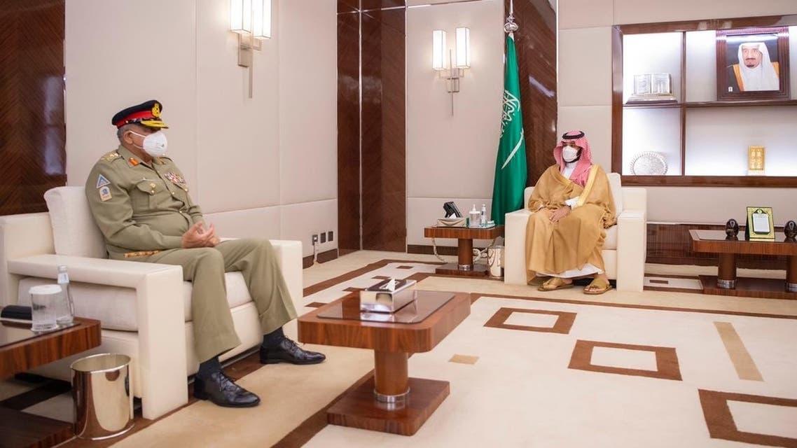 لقاء ولي العهد بقائد الجيش الباكستاني