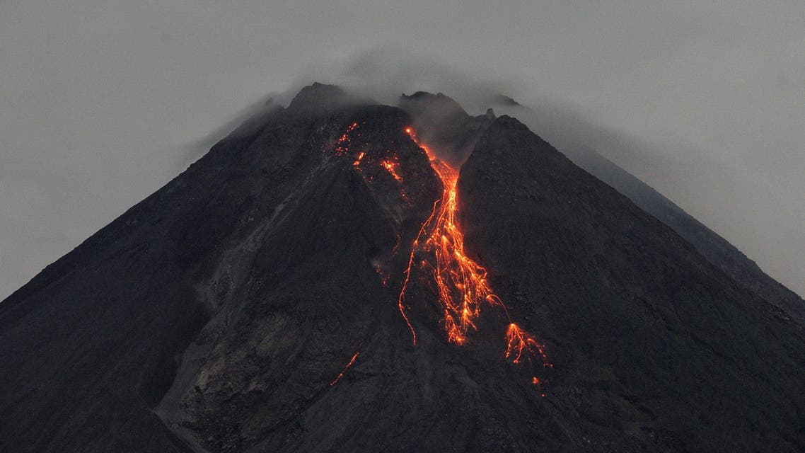 Mount Merapi volcano spews hot lava as seen from Turi village in Sleman, Yogyakarta, Indonesia, March 5, 2021. (File photo: Reuters)