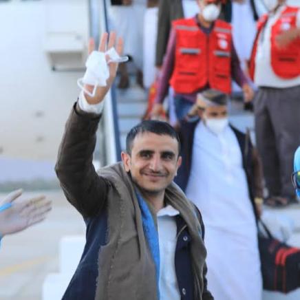 صحافي يمني يروي تفاصيل 1955 يوما من التعذيب بسجون الحوثي