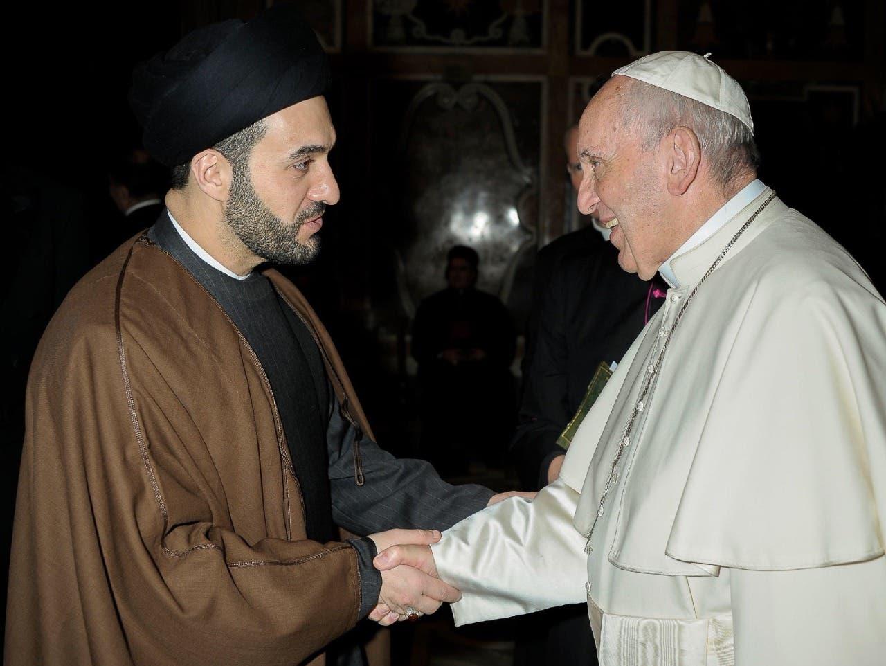 البابا فرنسيس مستقبلا السيد جواد الخوئي في الفاتيكان