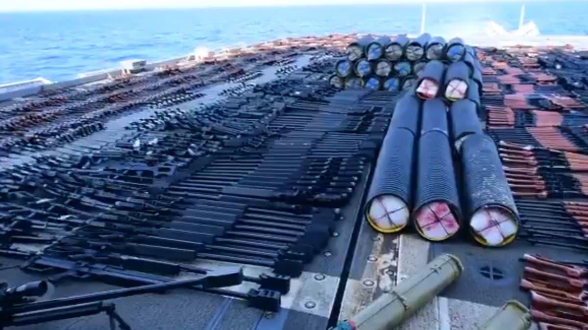 مصدرها مجهول.. شاهد كمية الأسلحة المصادرة في بحر العرب