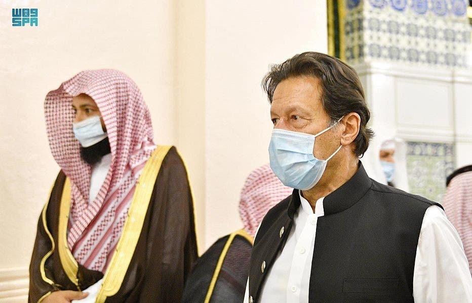 خان في المسجد النبوي
