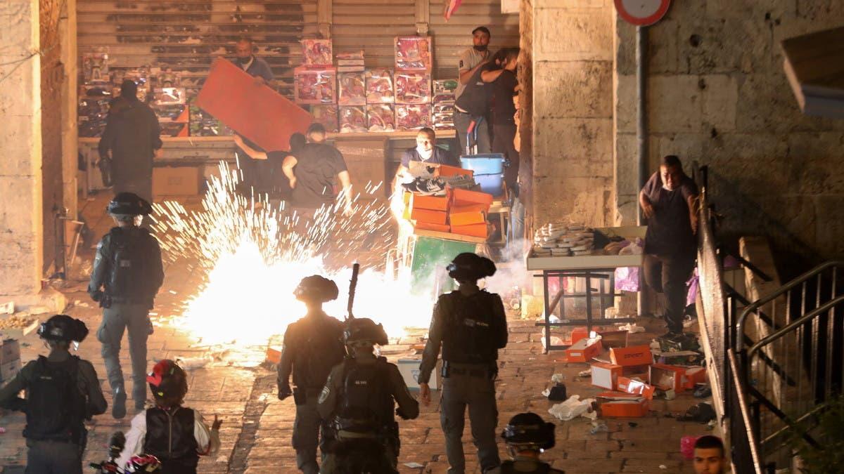 صدامات جديدة في القدس بين الفلسطينيين وإسرائيل.. أكثر من 90 جريحا