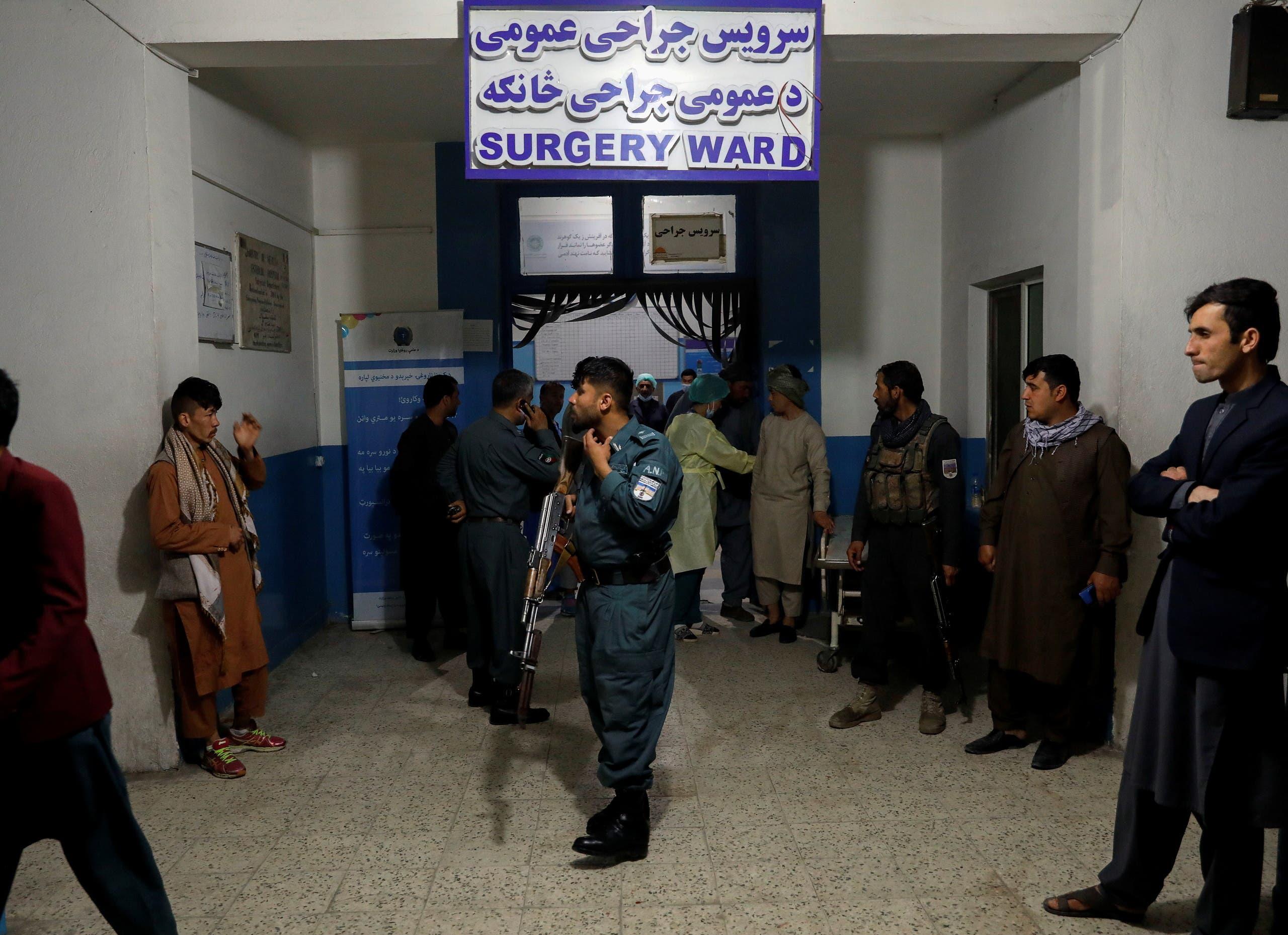رجال أمن أفغان عقب انفجار في كابول (أرشيفية - رويترز)