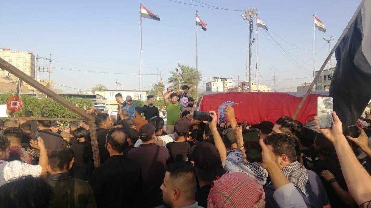 """مشيعو الناشط الوزني: """"إيران برة برة.. كربلاء تبقى حرة"""""""