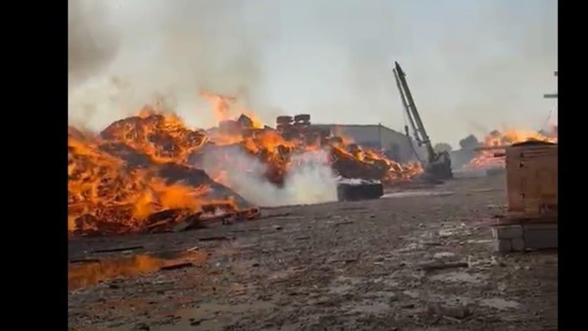 حريق ضخم بمخزن أخشاب في لحج اليمنية.. والخسائر كبيرة