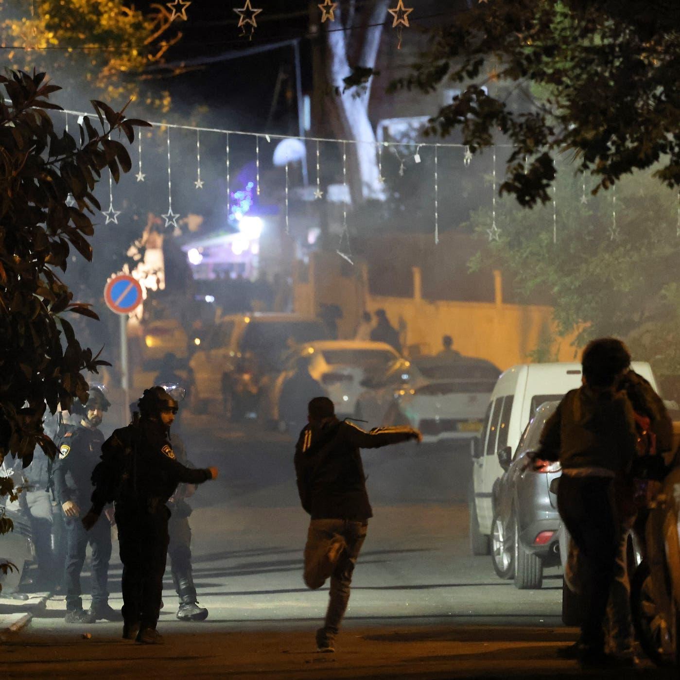 اشتباكات بين فلسطينيين وقوات إسرائيلية في حي الشيخ جراح بالقدس