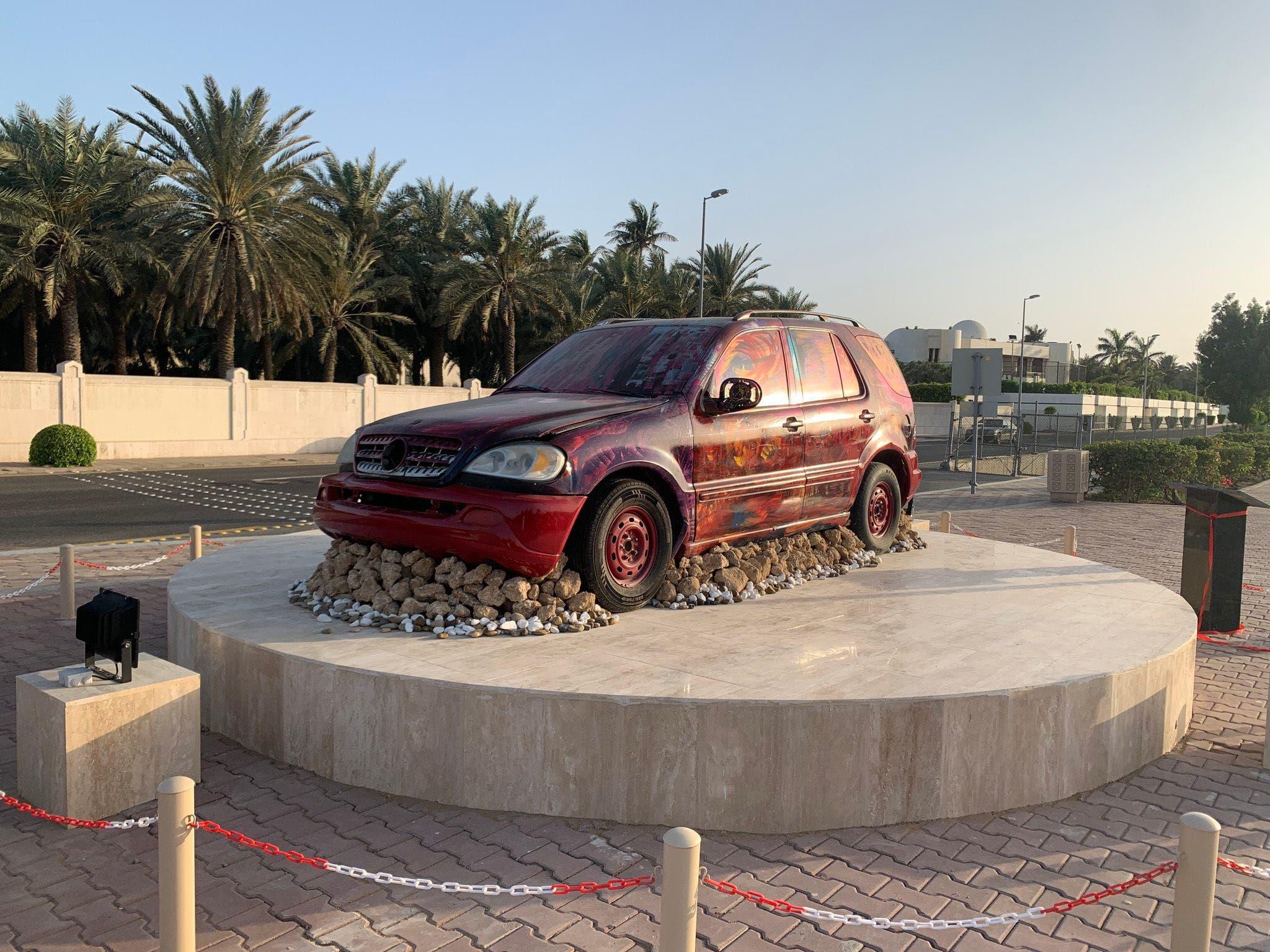 سيارات تالفة تحولها أمانة جدة إلى مجسمات