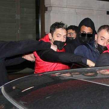 محرز ينجو من محاولة اعتداء في لندن.. والجزائري يرد