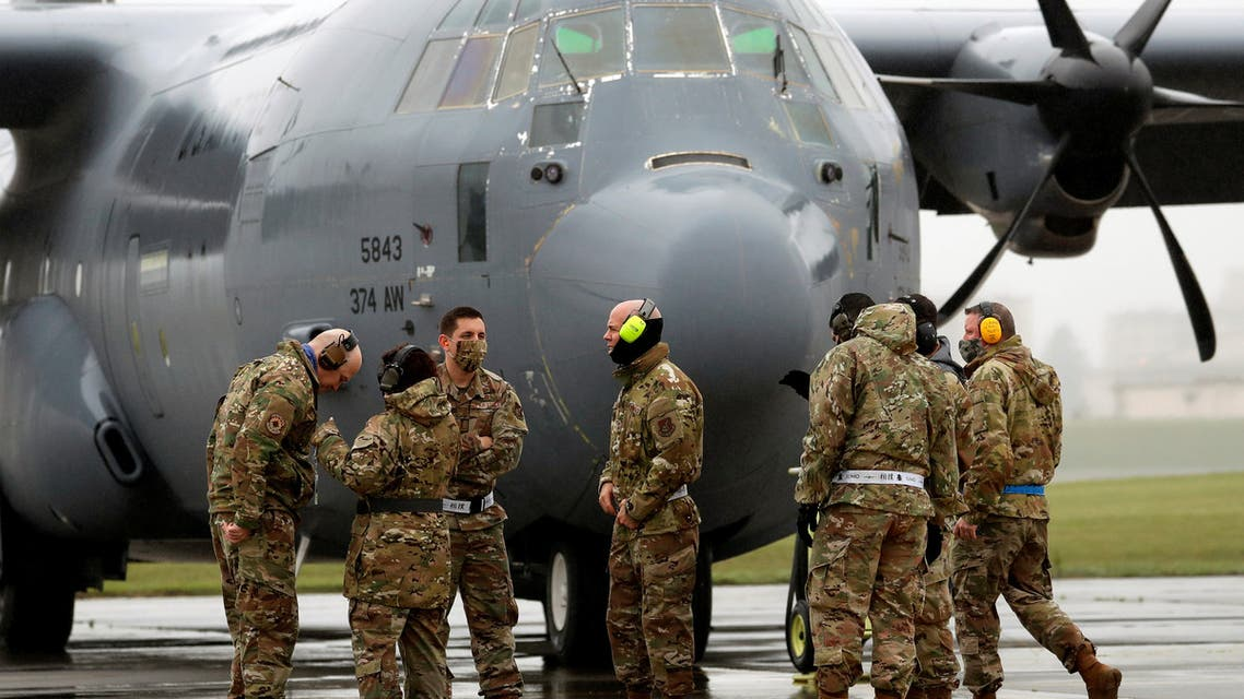 U.S. soldiers wearing protective face masks are seen in front of C-130 transport plane during a military drill amid the coronavirus disease (COVID-19) outbreak, at Yokota U.S. Air Force Base in Fussa, on the outskirts of Tokyo, Japan May 21, 2020. (File photo: Reuters)