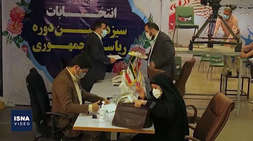 من عملية تسجيل الأسماء للترشح لانتخابات إيران الرئاسية