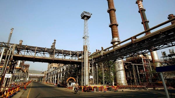 Top Indian oil refiners cut output, imports as COVID-19 hits demand