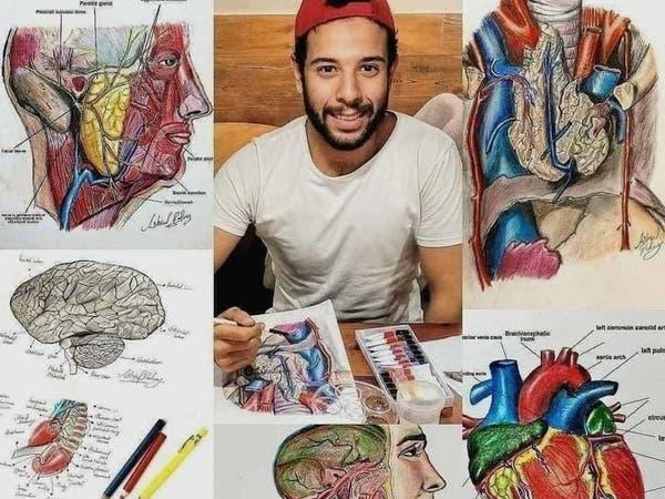 بدلا من الجثث.. طالب يساعد زملاءه بالطب في دراسة التشريح بالرسم