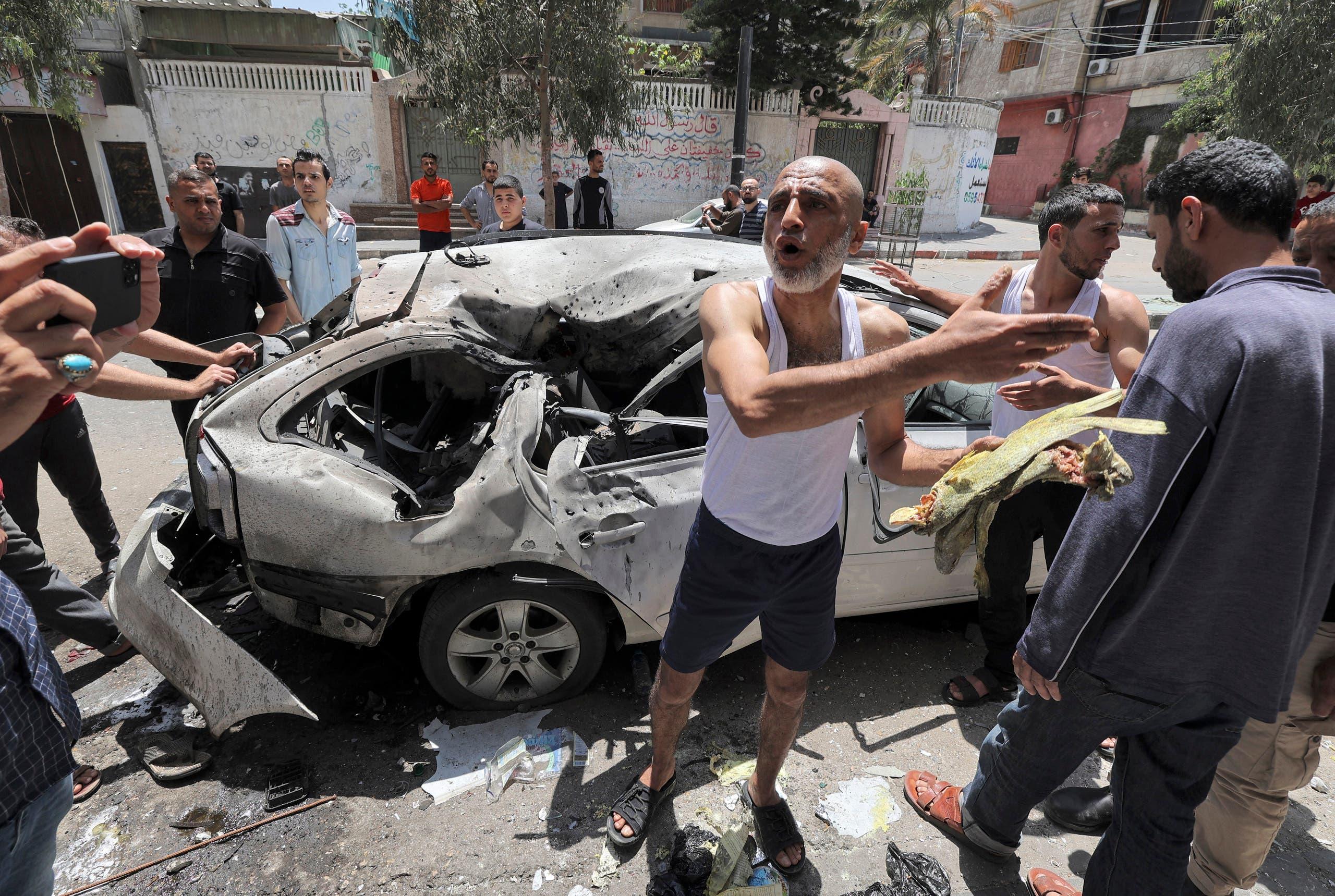 سيارة في غزة استهدفتها غارة إسرائيلية