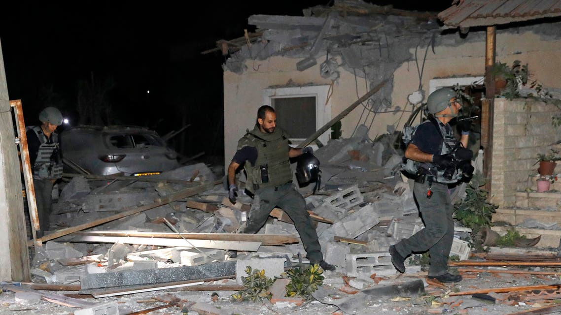 Israeli firefighters and security forces inspect damages at a house in Yehud, near Tel Aviv, on May 12, 2021, after rockets were launched towards Israel from the Gaza Strip controlled by the Palestinian militant group Hamas. Palestinian militant group Hamas said on May 12 it had fired more than 200 rockets into Israel in retaliation for strikes on a tower block in Gaza. (File photo: AFP)