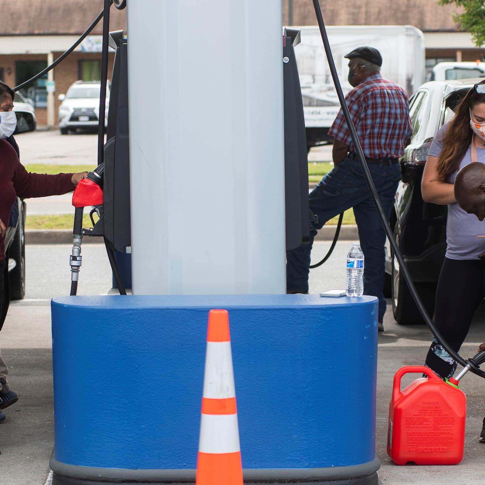 أزمة الوقود مستمرة.. الأميركيون يملؤون خزاناتهم وسط تحذيرات من التلاعب