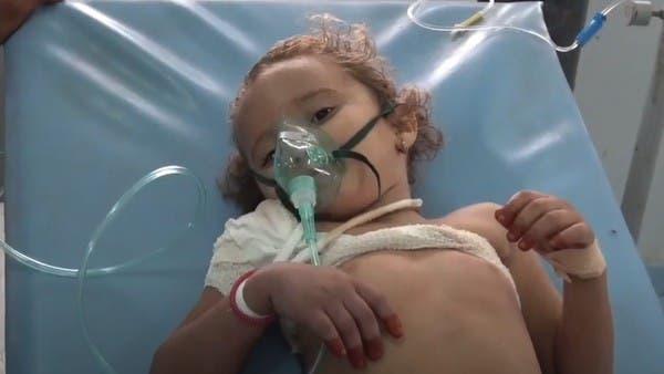 شاهد قناصاً حوثياً يصيب طفلة في الرابعة