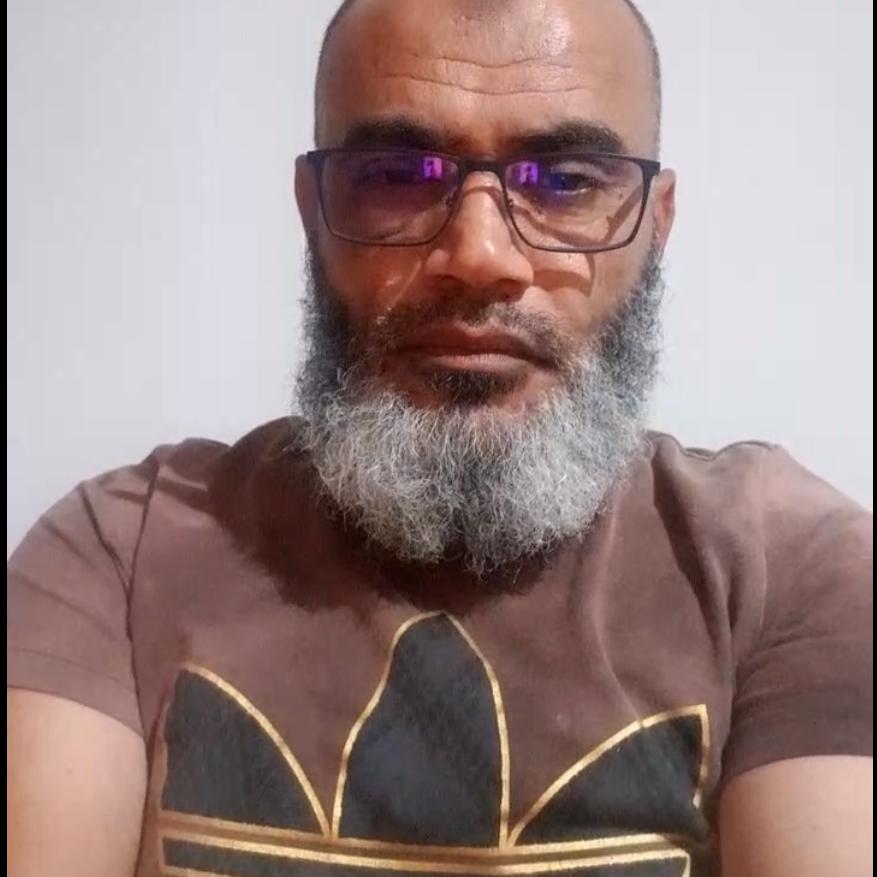 شاهد داعية تونسي يعلن الأربعاء أول أيام العيد ويفطر في بث مباشر