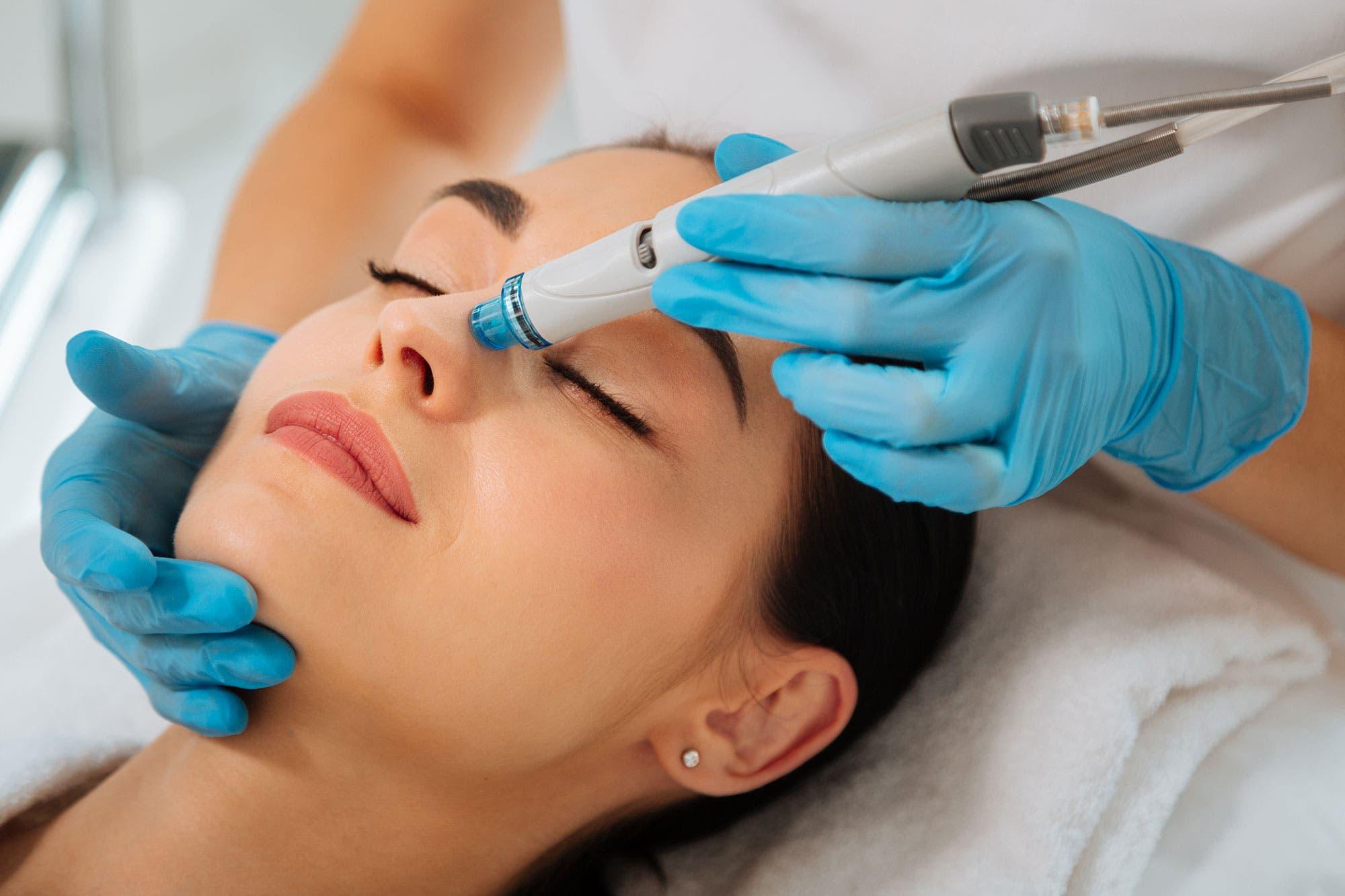 الهايدرافايشل HydraFacial : العلاج التجميلي
