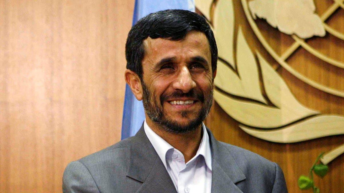 اشتباك بالأيدي بين مرافقيه وأعضاء اللجنة.. أحمدي نجاد يترشح لانتخابات الرئاسة