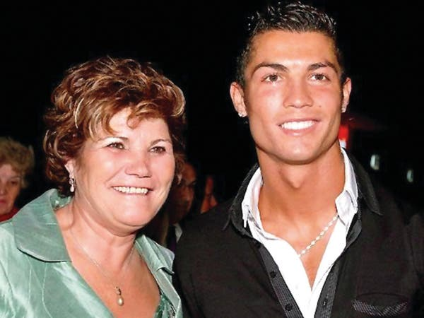 هل يلبي رونالدو طلب والدته ويعود للشبونة؟.. وكيله يرد