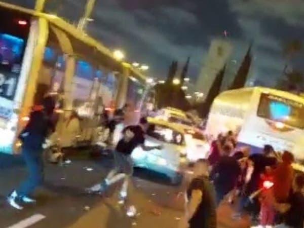فيديوهات تنكيل واعتداء.. تدمير محال فلسطينية وسحل سائق