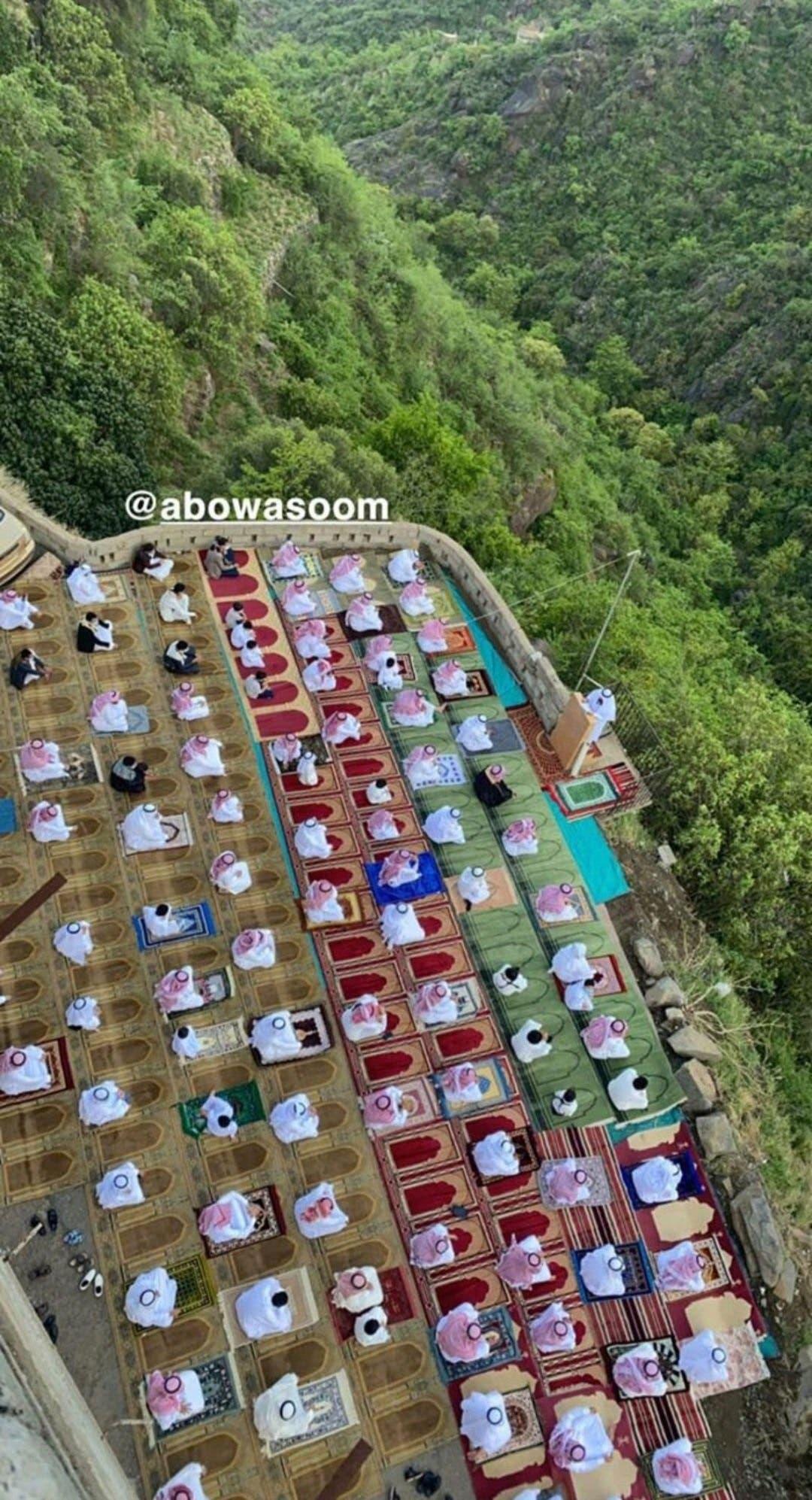 نمازخانه عید بین کوههای فیفا
