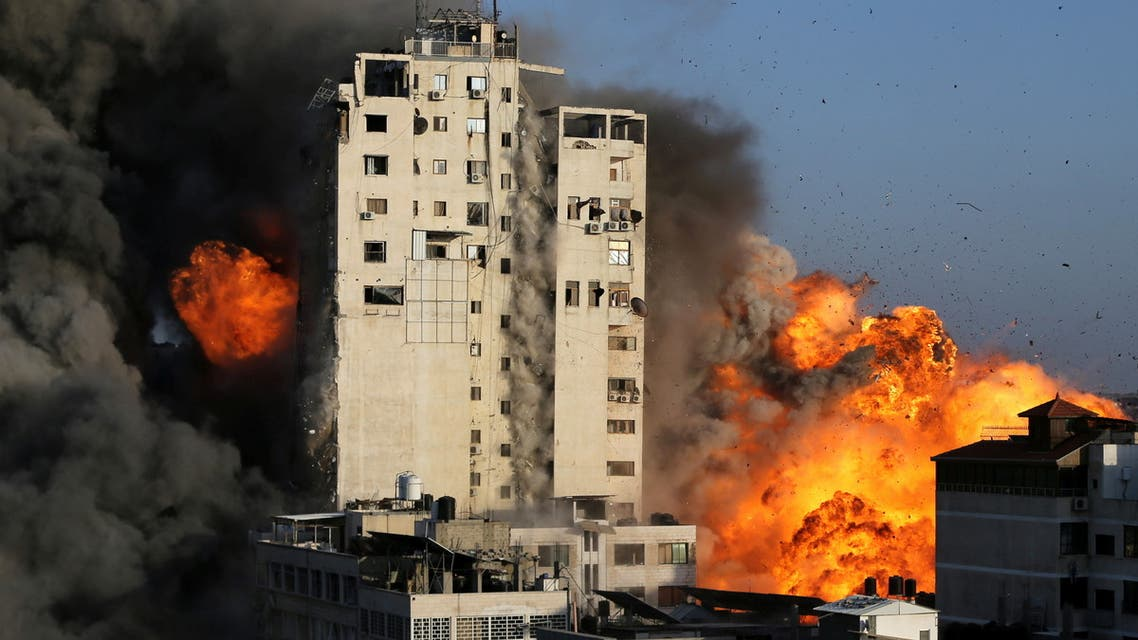 قصف عنيف على غزة (رويترز)