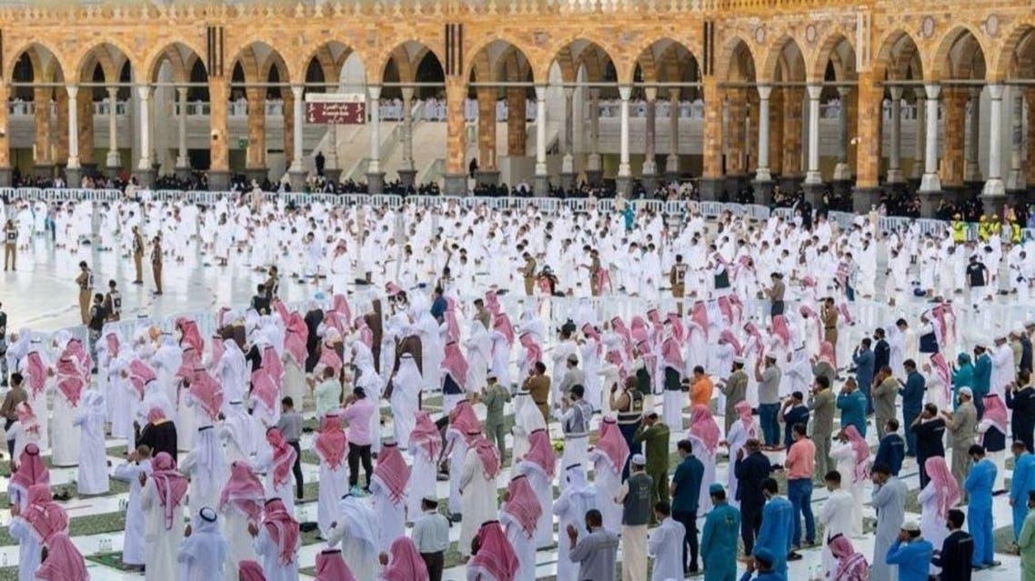 تباعد المصلين في صلاة العيد بالمسجد الحرام