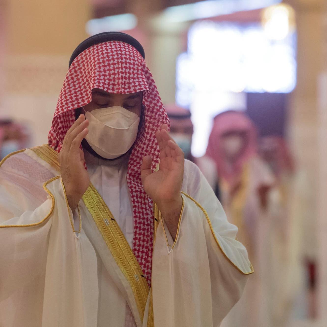 شاهد.. الأمير محمد بن سلمان يؤدي صلاة العيد بالرياض