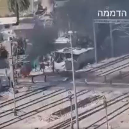 فلسطينيون يهاجمون سكة الحديد في اللد.. والقطارات تتوقف