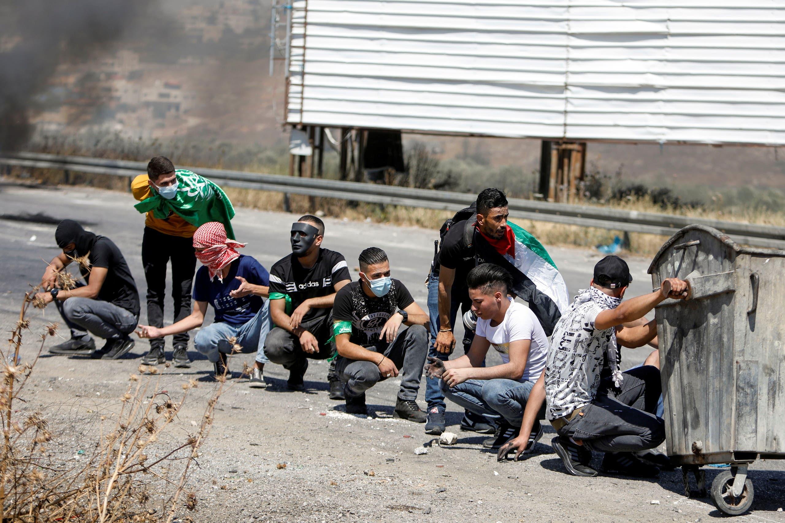 مظاهرات في نابلس بالضفة الغربية (رويترز)