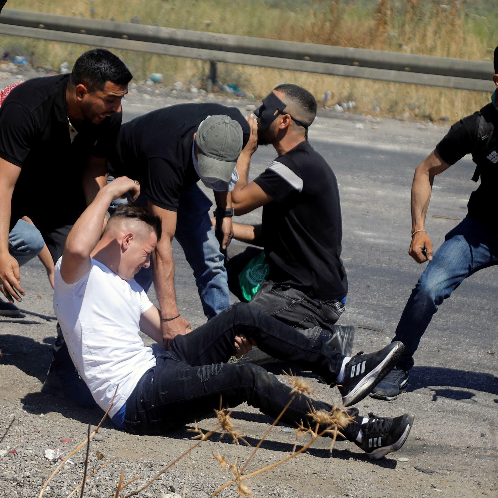 رصاص حي بالضفة.. ومستوطنون يهاجمون منازل في نابلس
