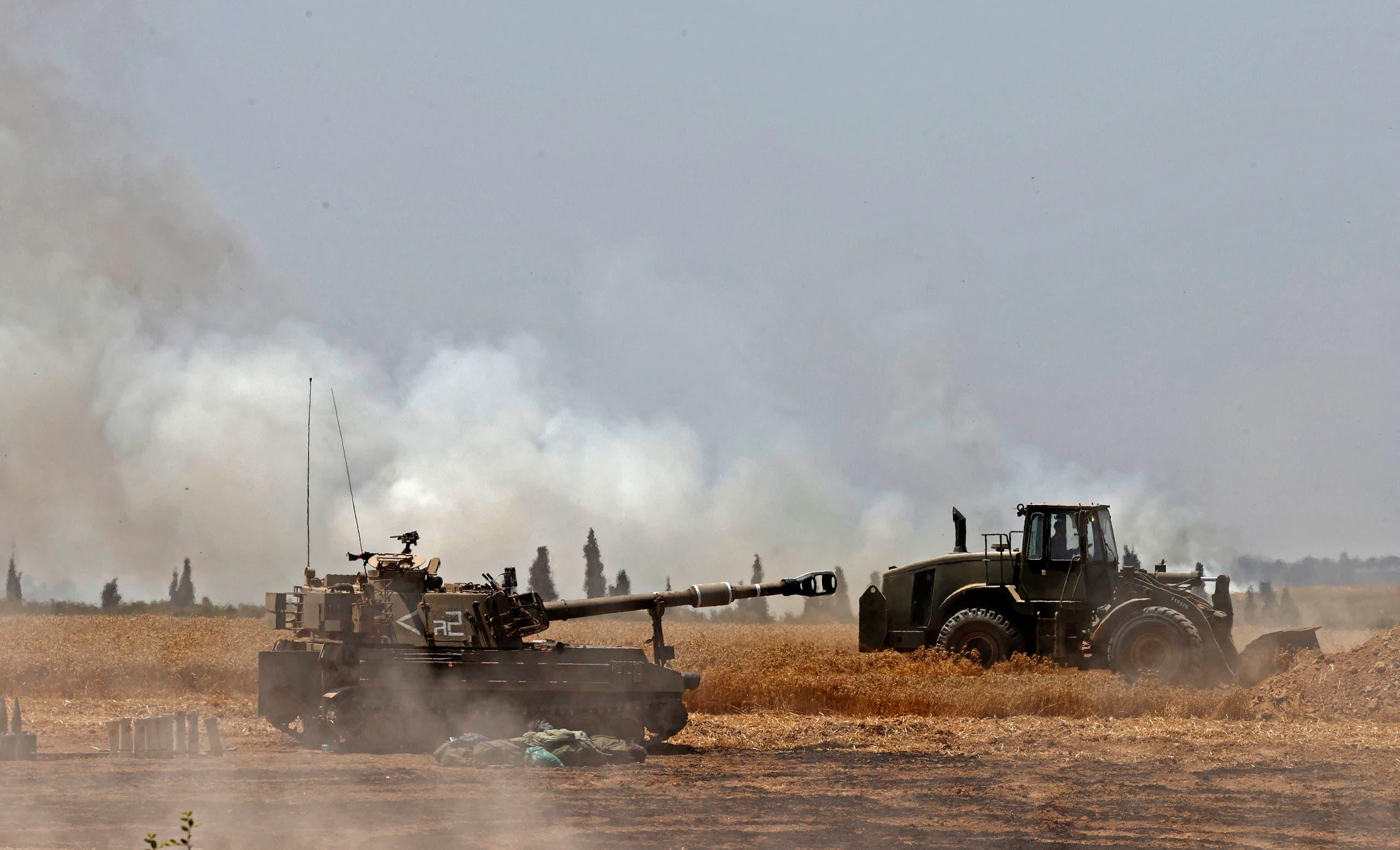 دبابات إسرائيلية على حدود غزة (فرانس برس)