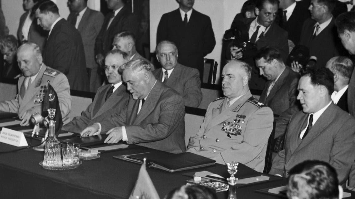 الوفد السوفيتي عند حضوره عملية توقيع معاهدة وارسو